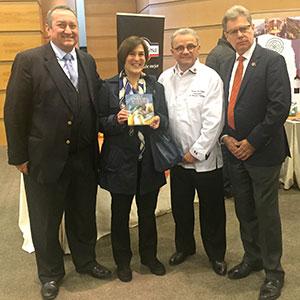 De izq. a der.: Rodrigo Espinosa y señora, Roland Barthélemy y Claude Mauro