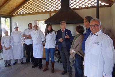 Maestros de cocina, el gerente de Santa Rosa (al centro), Claude Mauro, y Roland Barthélemy (derecha)